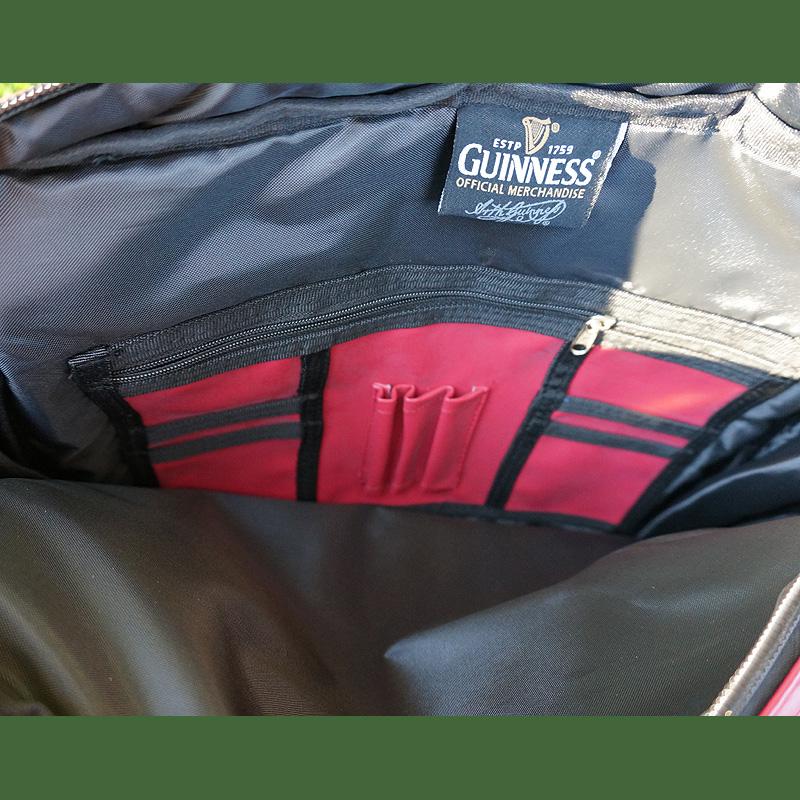rote Schultertasche von Guinness Irland